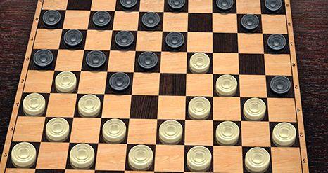 Играть в шашки с компьютером бесплатно и без регистрации сложно