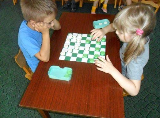 Играть в шашки учиться