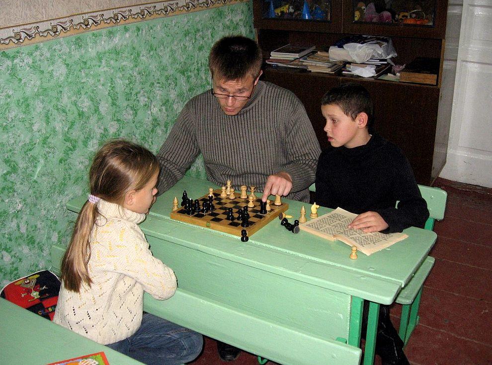 Шахматы для детей играть